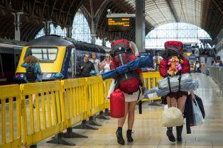 backpackers-train-station-57ba242b3df78c8763f53e22